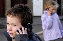 in-romania-copiii-primesc-smartphone-inainte-de-a-merge-la-scoala-18459995
